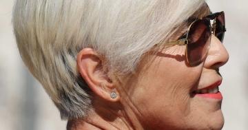 graues haar ausreißen